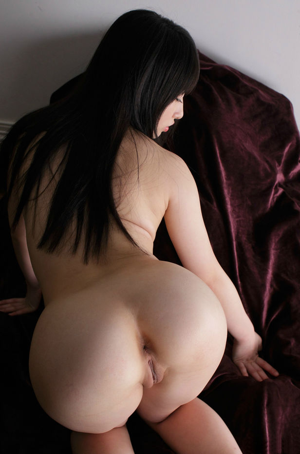 Sexy ass nude asian