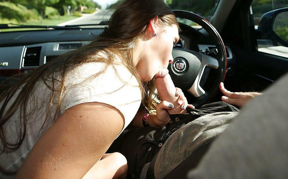 Миньет в машине